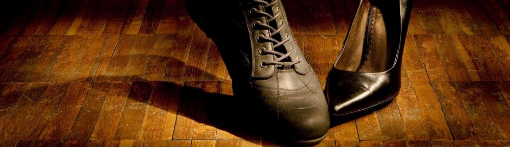 cropped-shoes-background-1400x933-l3